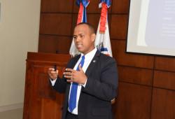 """Ministerio de Trabajo ofrece charla sobre """"Comportamiento Organizacional y Rol de Líderes en las Instituciones"""""""