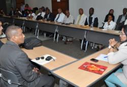 Ministra de Trabajo y representantes locales evalúan acciones del año