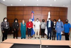Representantes trabajadoras domésticas son recibidas en el Ministerio de Trabajo