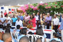 Ministra de Trabajo participa acto apertura nuevo año escolar sector El Invi